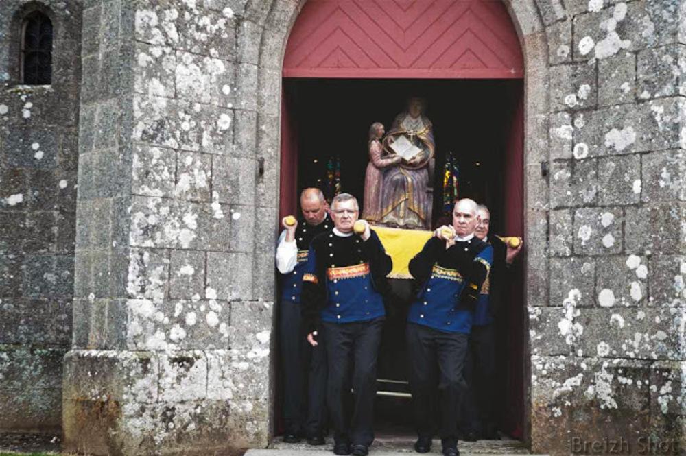 Le 100e couronnement de Sainte-Anne à La Palud