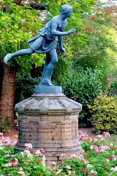 x18---Statue.JPG