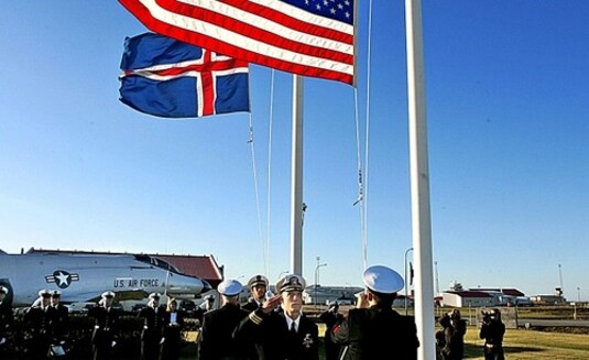 drapeaux islandais et américain