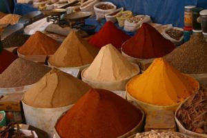 épices sur un marché marocain (photo : Gérard Grégor)