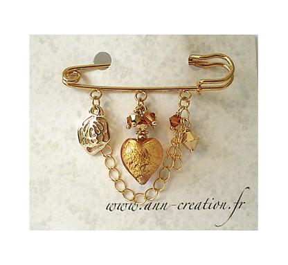 Broche Epingle Coeur Verre de Murano authentique Gold incrusté de feuille d'Or, Cristal de Swarovski et breloque fleur / Métal doré