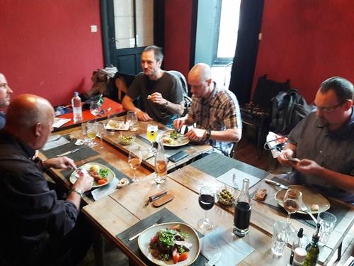Petite rencontre autour d'un bon repas entre amis de mêùe passion...