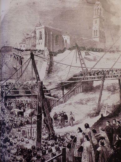Gravure en noir et blanc montrant une foule, rassemblée dans une vaste excavation autour d'un chantier. En arrière-plan, la statue sur son clocher.