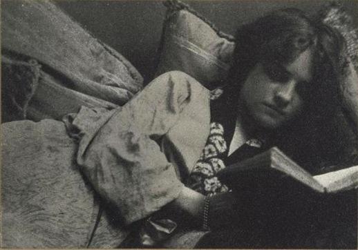 3-Femmes lisant-Photographies