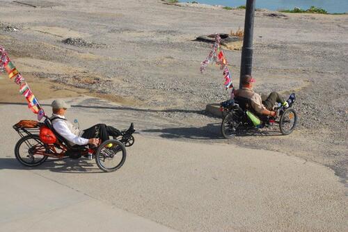 Ils visitent le Maroc en vélo couché