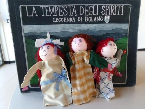 Le marionette con personaggi della leggenda e del racconto