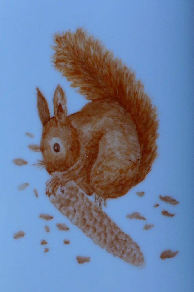 Un écureuil sur porcelaine...