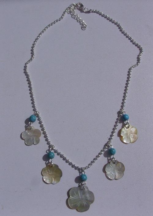 collier en perles de nacre hibiscus