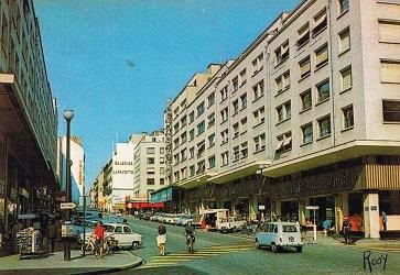 La rue du Calvaire, à Nantes, bombardée par nos alliés américains ...
