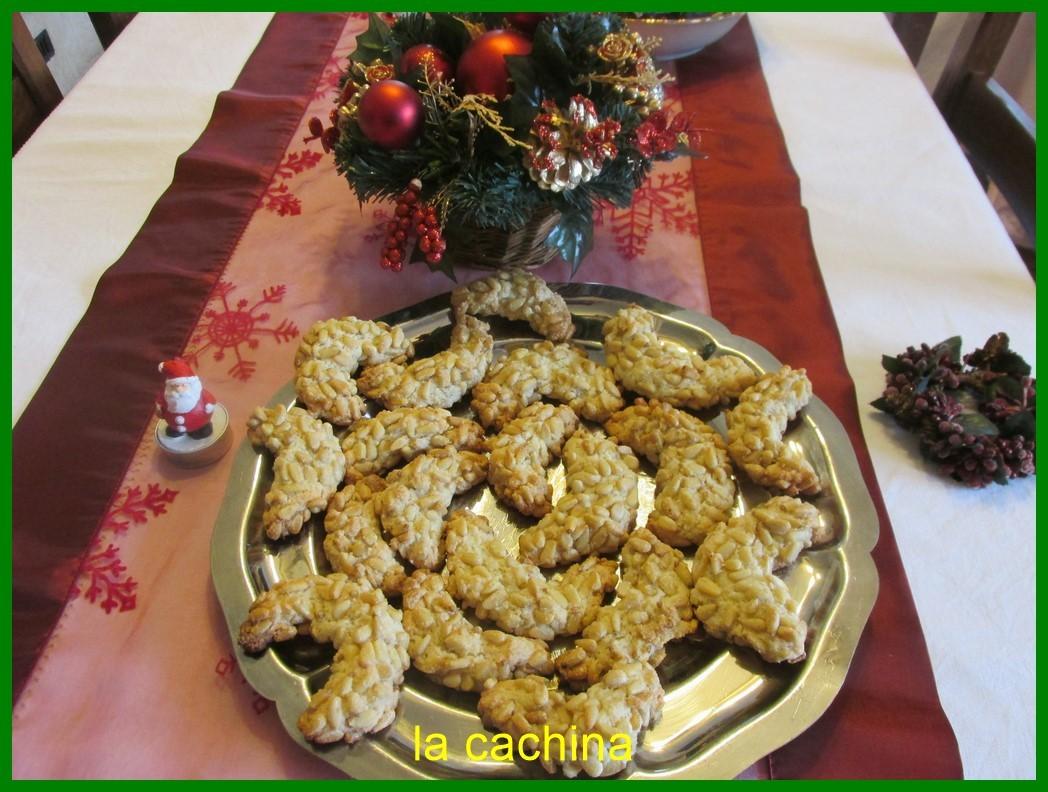 Les croissants aux pignons (biscuit provençal)