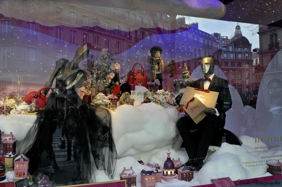 Vitrine de Noël à PARIS