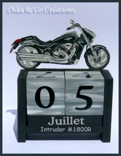 calendrier-perpetuel-moto-intruder-M1800R-Oska---Co-Creat.jpg