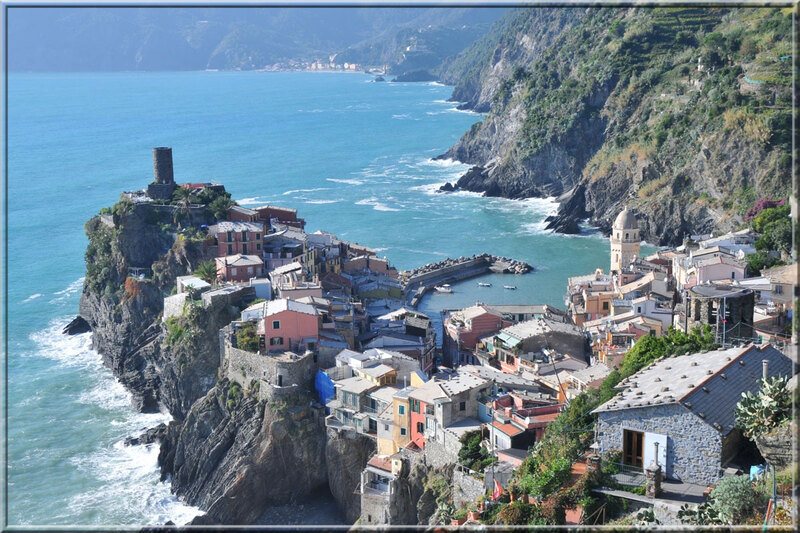 Italie, les 5 Terres : vue du sentier côtier sur Vernazza