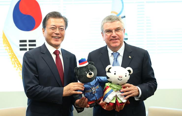 Le Président Moon Jae-in et le Président du CIO Thomas Bach