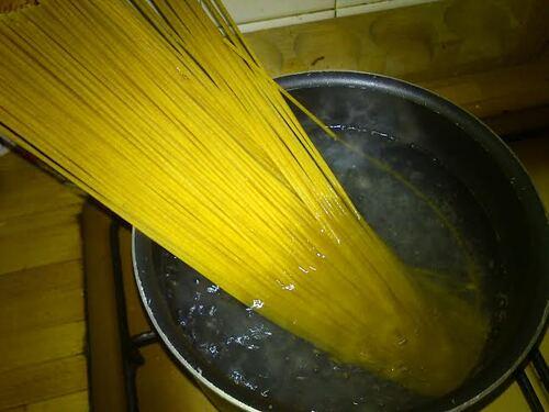 Spaghetti complet aux boulettes de seitan et sauce tomate