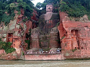 800px Leshan Buddha Statue View