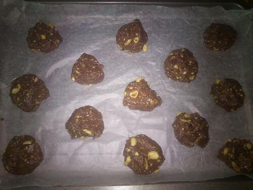 Encore des cookies...mais encore des nouveaux : cacahuète/chocolat