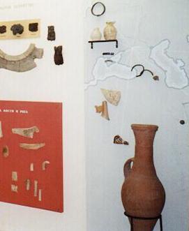 Artefacts extraits des fouilles de Sarkel, musée de l'Ermitage, Saint-Pétersbourg, Russie, B. R. Long, DR.