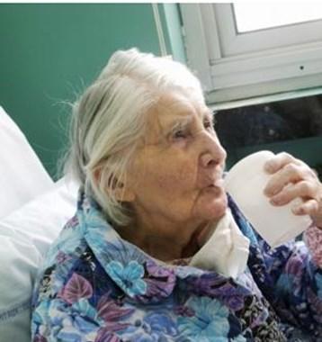 Les personnes âgées oublient de boire car elles ne ressentent ni la soif ni la chaleur.