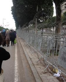 Barbelés avenue Bourguiba Tunis 2013