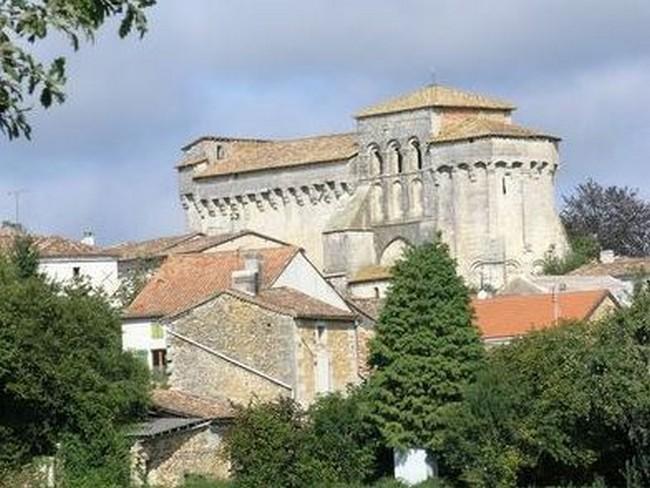 Charras, petit bourg voisin de Villebois.