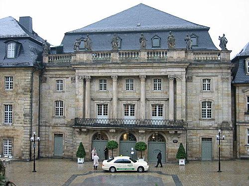 800px-Bayreuth Markgraefliches Opernhaus 2002