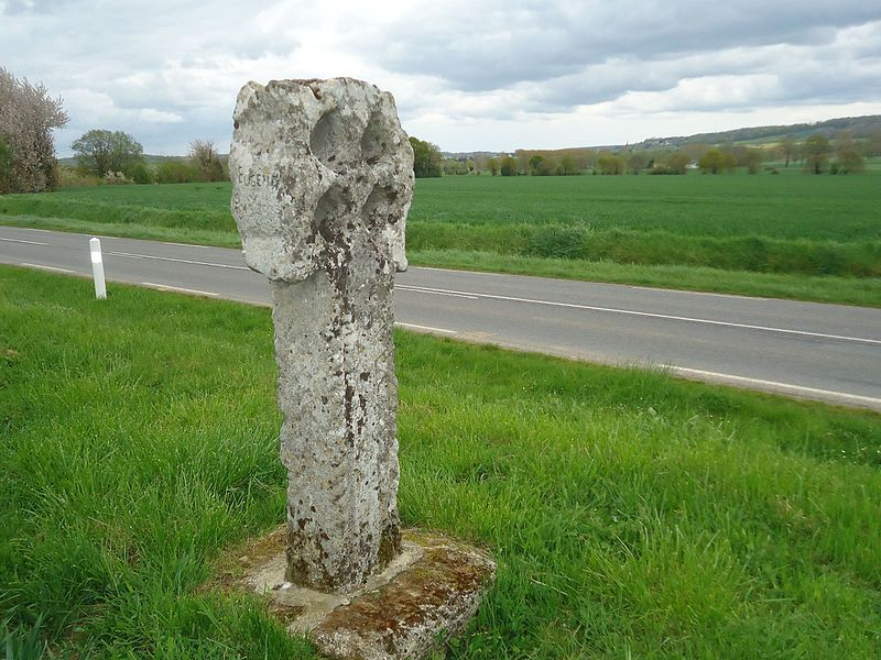 Croix Percée de Neaufles 1.jpg