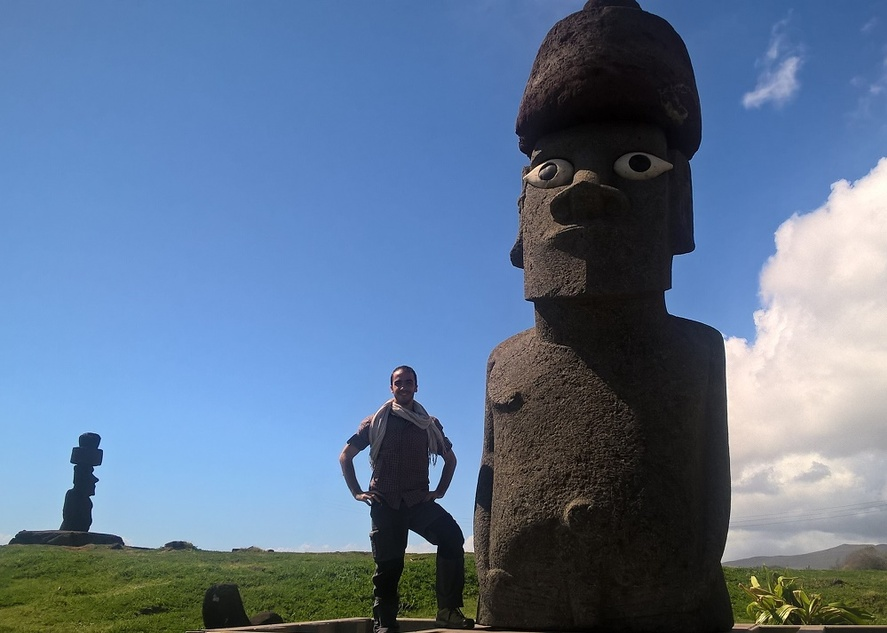 le faux moai d'hanga roa