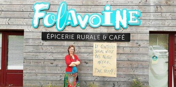 «Folavoine», l'épicerie de Mellionnec, continuera d'ouvrir. Mais Camille Chiron et les autres salariés ne serviront plus de boisson. Lundi, les bars et cafés ont fermé leurs portes, symboliquement.