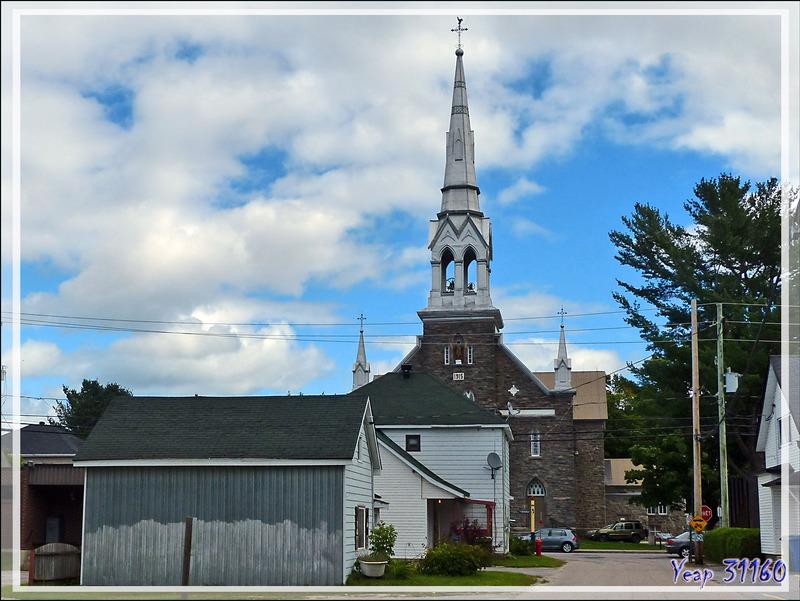 Le premier village québécois sur notre route : Chénéville - Québec - Canada