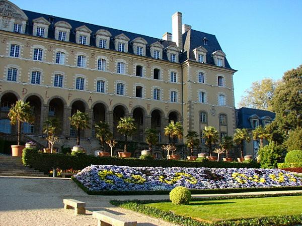 Palais-St-Georges.jpg