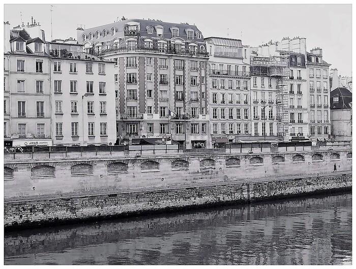 Longer la Seine entre St Michel et le Musée d'Orsay 01
