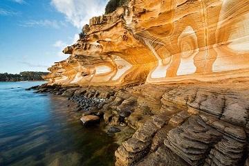 La nature a créé ces falaises ...