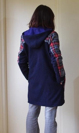 Au dessus ou en dessous du manteau ?