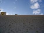 Le mur du gymnase et les nuages