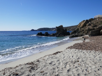 Vers l'Ouest, au fond, le Cap Lardier devant l'île du Levant