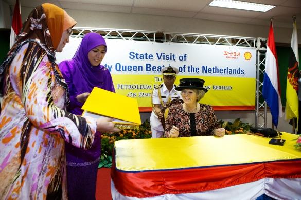 Beatrix, Maxima et Willem Alexander chez Shell