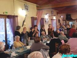 Noël avant l'heure avec dîner dansant , Alors voulez-vous danser grand-mère .