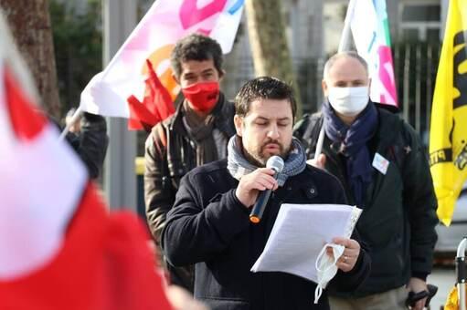 L'appel à la grève lancé par des syndicats enseignants au niveau national a réuni une centaine de manifestants à Lorient, devant la sous-préfecture, mardi matin 10novembre 2020.