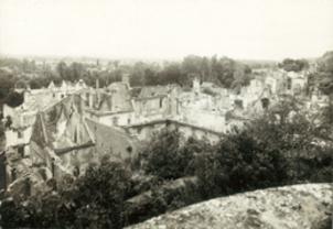 Vue générale du village de Mouleydier incendié par les Allemands le 21 juin 1944.
