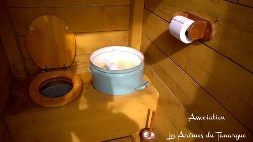 Un toilette sèche au Jardin!