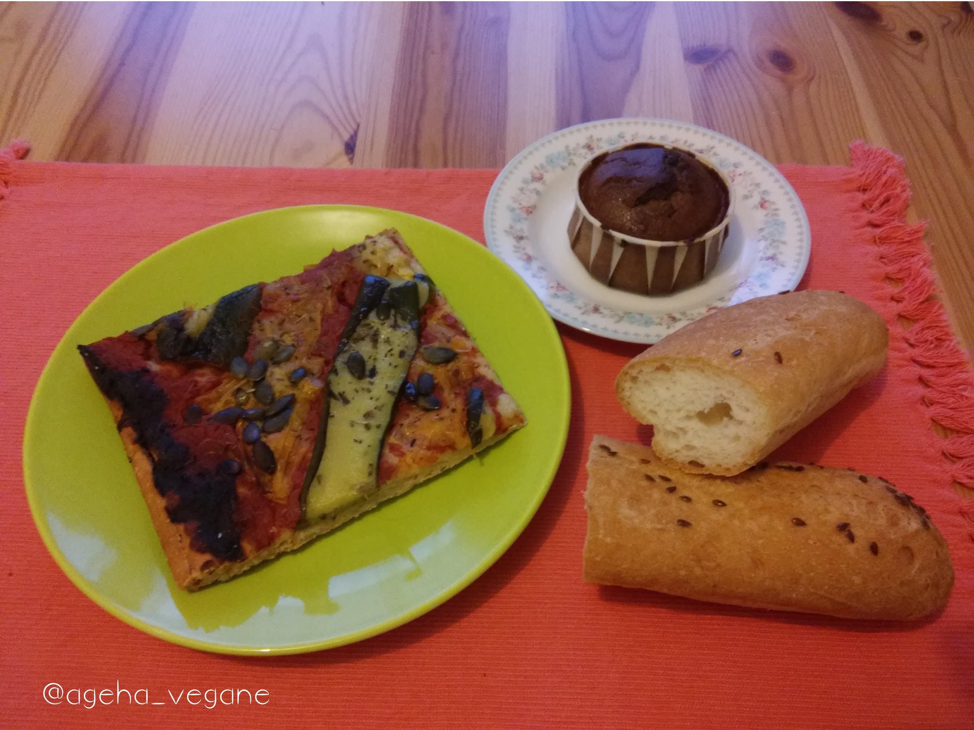 A emporter : pizza aux légumes, muffin choco-banane, pain au pavot