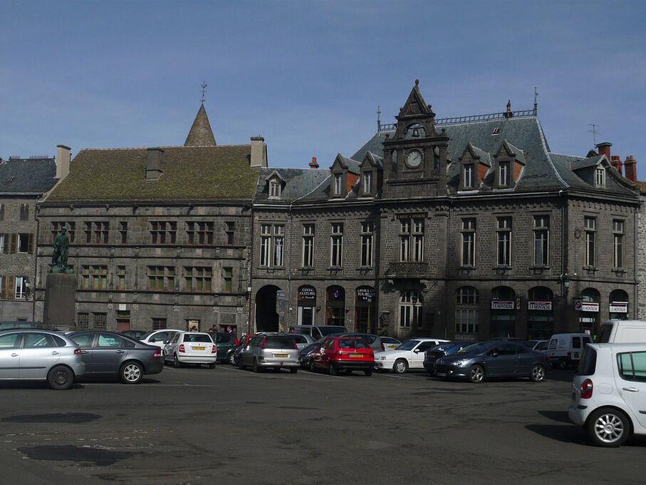 Saint Flour-Place d'armes.jpg