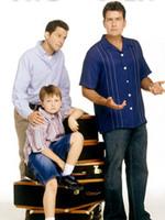 TWO AND A HALF MEN ( MON ONCLE CHARLIE ) : La vie d'un riche célibataire est bouleversée lorsque son frère divorcé et son neveu de 10 ans débarquent dans sa propriété de Malibu. Malgré leurs différences, les deux frères décident de co-habiter pour offrir un foyer au jeune Jake. ... ----- ... Titre original Two and a Half Men Créée par Chuck Lorre, Lee Aronsohn (2003) Avec Ashton Kutcher, Jon Cryer, Holland Taylor…. Nationalité Américaine Genre Comédie Statut Production achevée Format 22 minutes