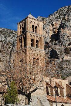 Moustiers Sainte Marie : L'église Notre-Dame de l'Assomption