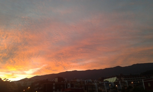 Soleil levant à Puerto de La Cruz ...