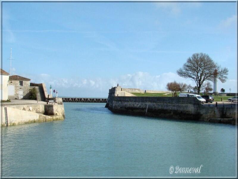 Saint-Martin-de-Ré Charente-Maritime entrée du port