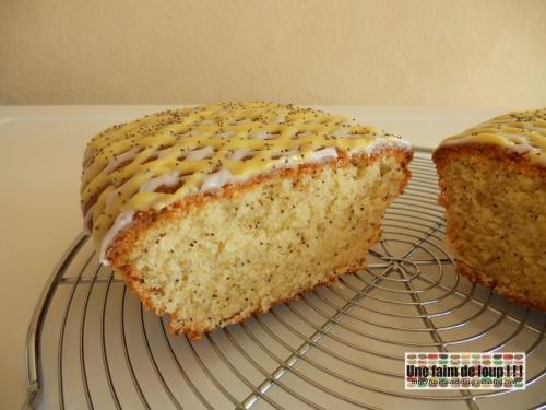 Cake glacé au citron et graines de pavot