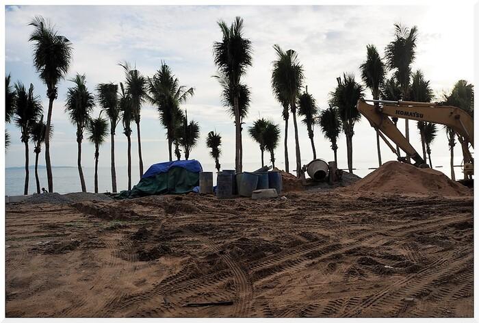 Travaux à la plage de Dongtan-Jomtien. Thaïlande.