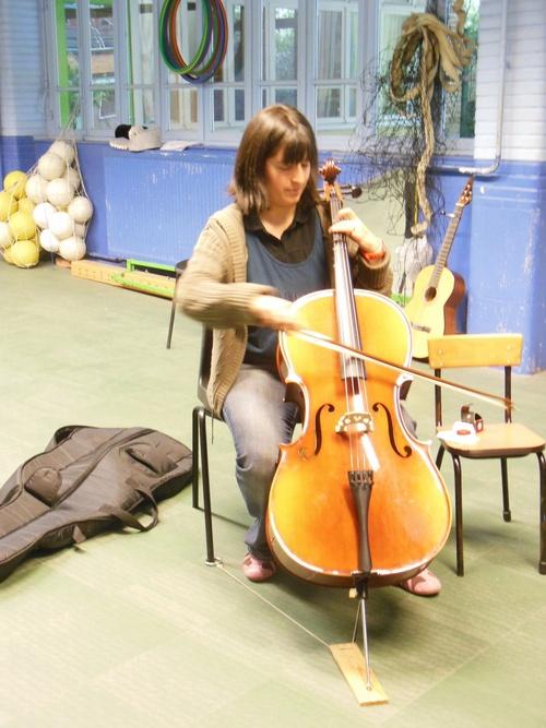 Savourer les sons et les vibrations du violoncelle